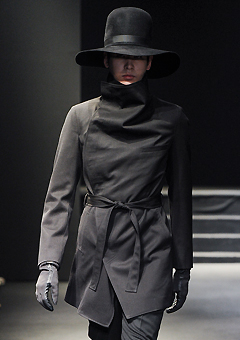 "2013-14 F/W SEOUL COLLECTION""HYBRID""HIGH-NECK BELTED HYBRID COAT"